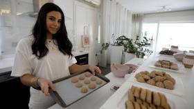 """فتاة أردنية تُطور """"معمول العيد"""" ليُصبح أكثر فائدة"""