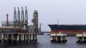 """الإمارات والسعودية: الهجمات على السفن عملية """"معقدة"""" ودولة تقف وراء ذلك"""