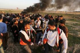 إصابات بقمع الاحتلال للمشاركين في مسيرة العودة