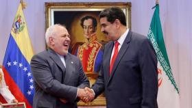 """مادورو مخاطبا المصورين أثناء لقائه ظريف: """"صوروا فهذا ظريف طائرة مسيرة بحد ذاته"""""""