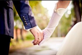 بالفيديو| مغنية لبنانية متزوجة بشكل سري من إعلامي منذ 10 أشهر.. من هي؟