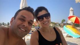 شاهد.. رومانسية آيتن عامر مع زوجها على البحر