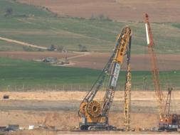 موقع عبري: إحراز تقدم كبير في بناء الجدار على طول حدود قطاع غزة
