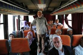 """30 من أهالي أسرى غزة يزورون أبنائهم بسجن """"نفحة"""""""