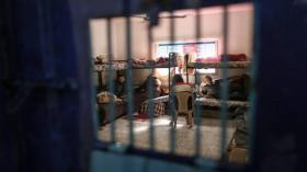 10 أسرى يواصلون اضرابهم المفتوح عن الطعام