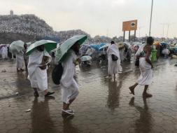 بالفيديو.. أمطار غزيرة على المشاعر المقدسة في يوم عرفة