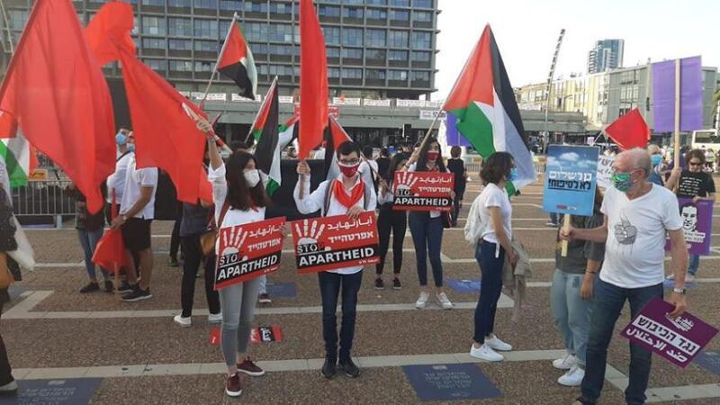 تظاهرة تل أبيب تتصدر عناوين الصحف الإسرائيلية اليوم الأحد