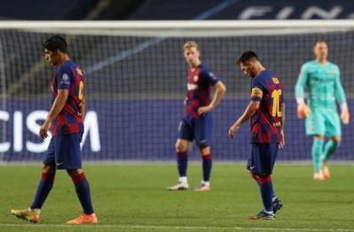 برشلونة يختار لاعبه الهولندي الأسبق مدرباً له بعد هزيمته الساحقة