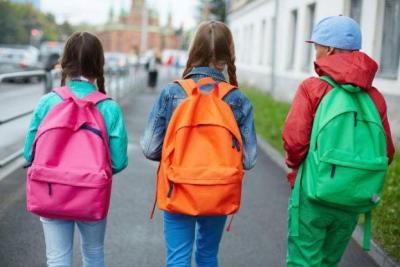 أشياء ضرورية يجب ألا تخلو الحقيبة المدرسية منها في زمن كورونا