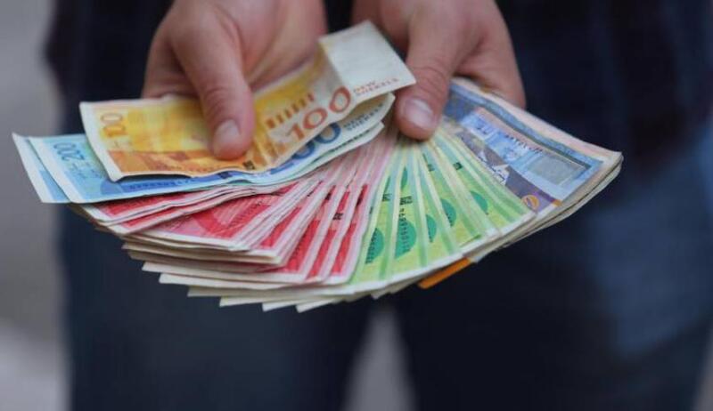 وزارة المالية تعلن موعد ونسبة صرف رواتب الموظفين