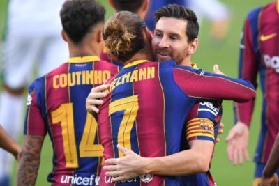 برشلونة يستضيف بيتيس بحثا عن العودة للانتصارات بالدوري الإسباني