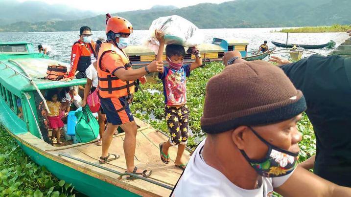 الإعصار غوني يضرب الفلبين وإجلاء أكثر من مليون شخص