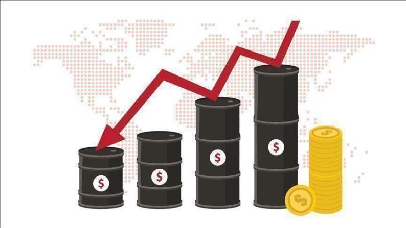 في ظل تراجع الدولار ارتفاع أسعار النفط بأكثر من 2.5%