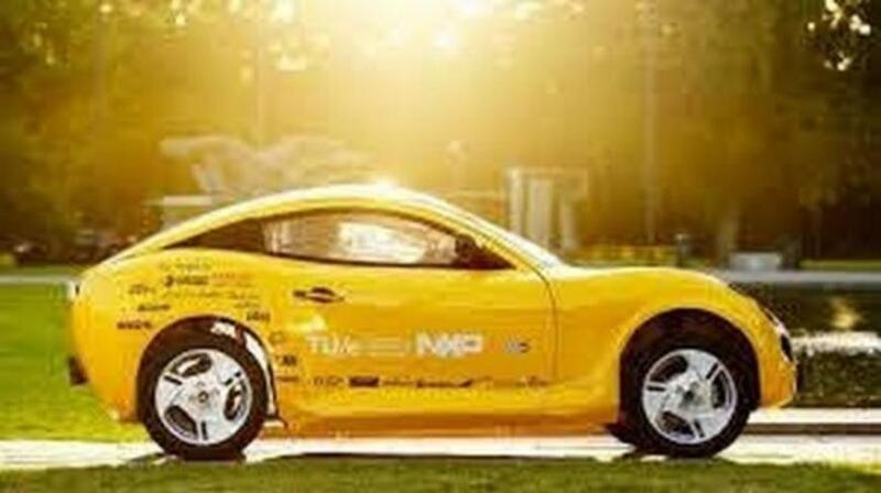 طلاب هولنديون يبتكرون سيارة كهربائية من النفايات