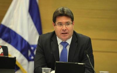أوفير أكونيس: بينس سيزور إسرائيل وقد يعلن من هناك عن تطبيع جديد