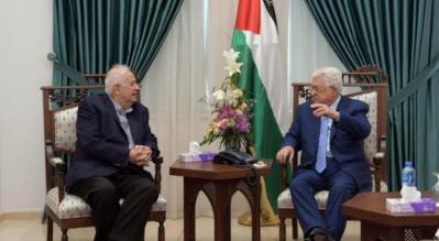 الرئيس عباس يلتقي بحنا ناصر لبحث مواعيد إجراء الانتخابات الفلسطينية