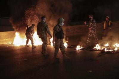 إطلاق النار بشكل مباشر على المتظاهرين في طرابلس وسقوط جرحى