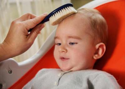 5 حلول للتخلص من قشرة رأس الرضع