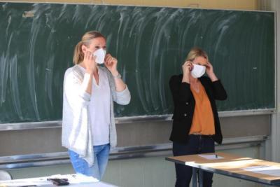 دراسة: المدارس من أهم أسباب تفشي السلالة الجديدة لـ (كورونا) في بريطانيا