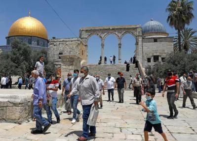 القدس.. إسرائيل تُهدد: من يرفض التطعيم لن يدخل المساجد!
