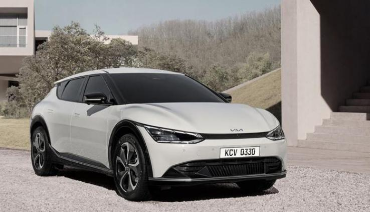 كيا تكشف عن سيارتها الكهربائية الجديدة قبل طرحها هذا الشهر