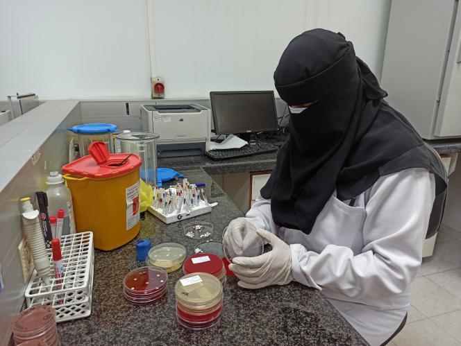 السعودية تواجه ارتفاعا تدريجيا مستمرا للإصابات النشطة والحرجة بفيروس (كورونا)