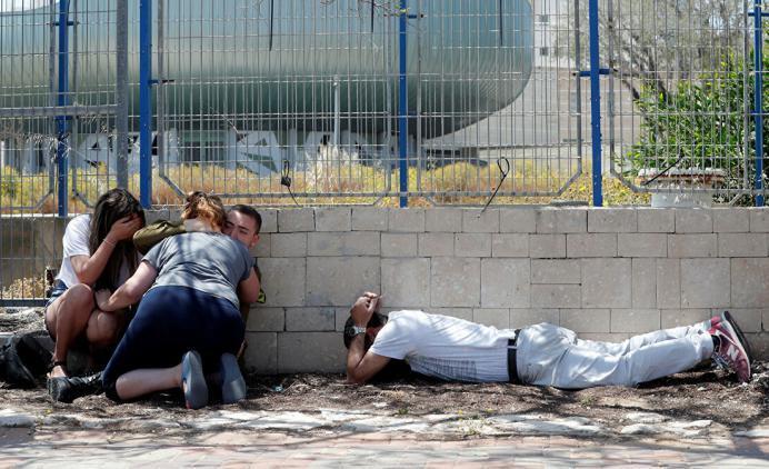 أبرزها تفعيل صفارات الإنذار.. 4 قضايا رئيسية تتصدر عناوين الصحافة الإسرائيلية