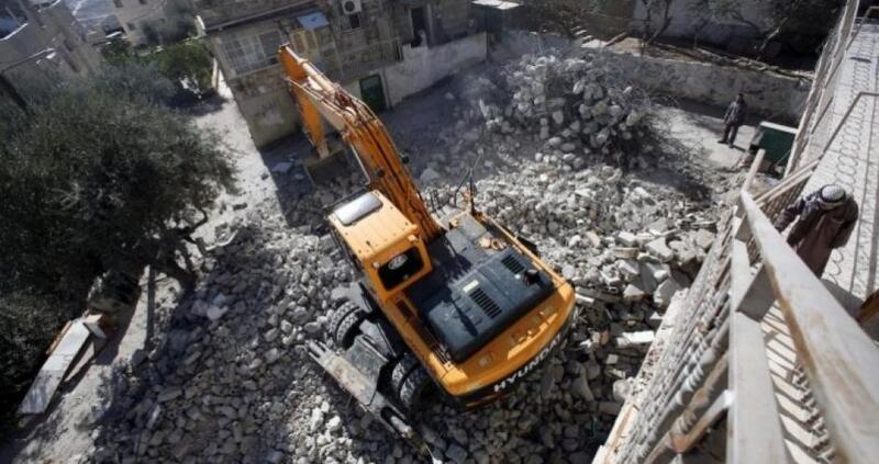 جيش الاحتلال يهدم 3 منازل وغرفة زراعية شرق يطا