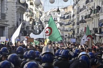 """""""مراسلون بلا حدود"""" تطلب تحقيقا في مهاجمة صحافيين خلال تظاهرة للحراك في الجزائر"""