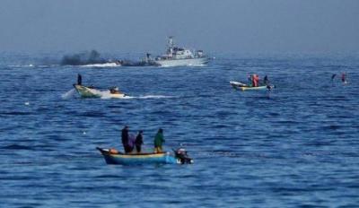 جيش الاحتلال يستهدف مراكب الصيادين في بحر غزة