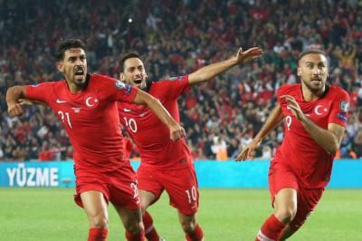 تركيا تتعثر بالتعادل وهولندا تكتسح جبل طارق