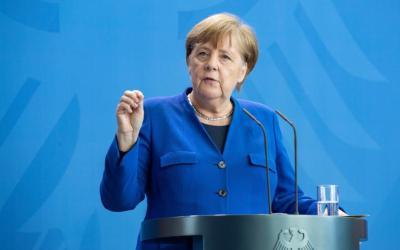 """ميركل تحذر من """"جائحة جديدة"""".. ألمانيا تمدد الإغلاق حتى 18 نيسان"""