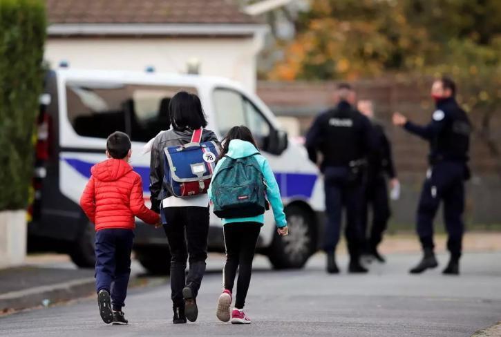 فرنسا تعيد فتح المدارس رغم ارتفاع أعداد إصابات (كورونا)