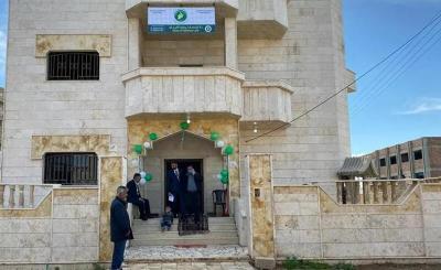 محام يتبرع بمنزله الفخم ليتامى الحرب شرقي سوريا