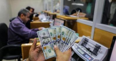 إسرائيل يتجه لتغيير آلية إدخال المنحة القطرية إلى قطاع غزة