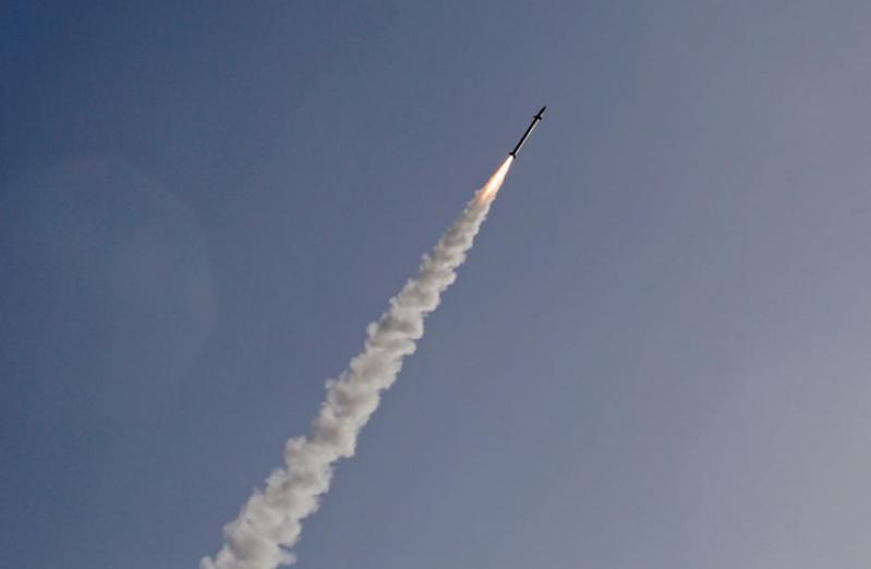 الجيش الإسرائيلي يعترف بسقوط صاروخ أُطلق من قطاع غزة