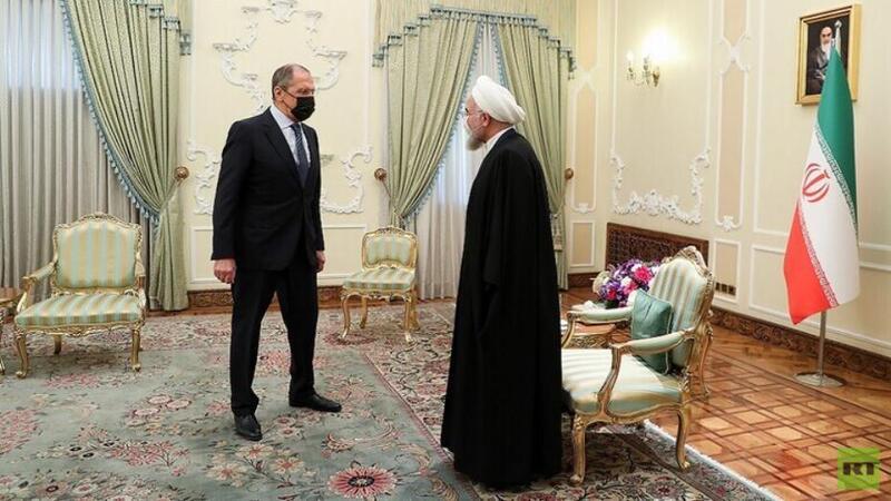 روحاني يؤكد ضرورة تعزيز التعاون الدفاعي والعسكري بين إيران وروسيا