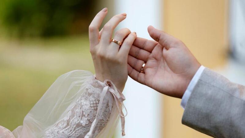 6 فوائد غير متوقعة لزواج العشرينات