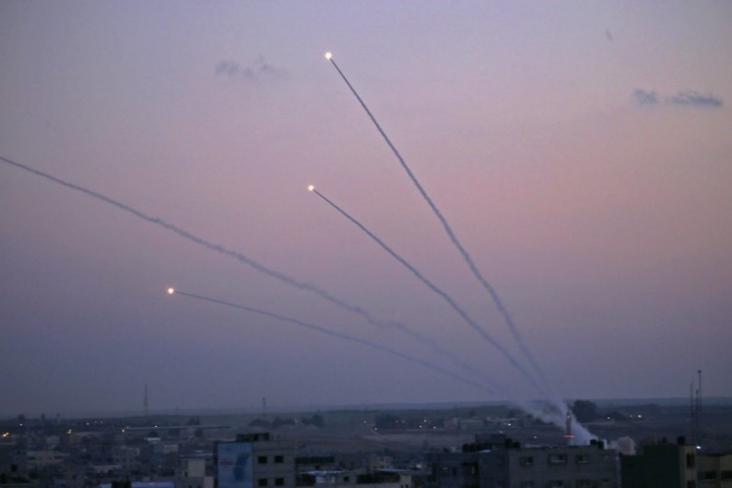 وزير إسرائيلي: إطلاق الصواريخ على مستوطنات غلاف غزة تحدٍ لوجودنا
