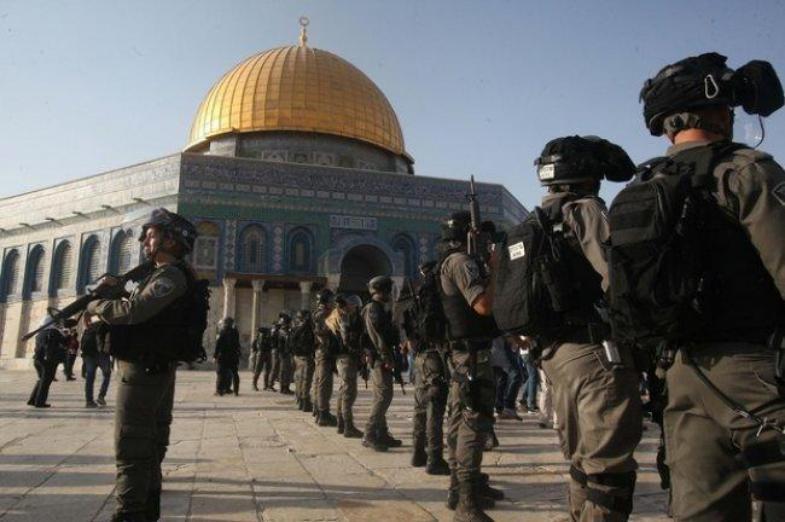 الاحتلال يعتقل شابين ويوجه بتعزيزات عسكرية نحو باب العامود في القدس