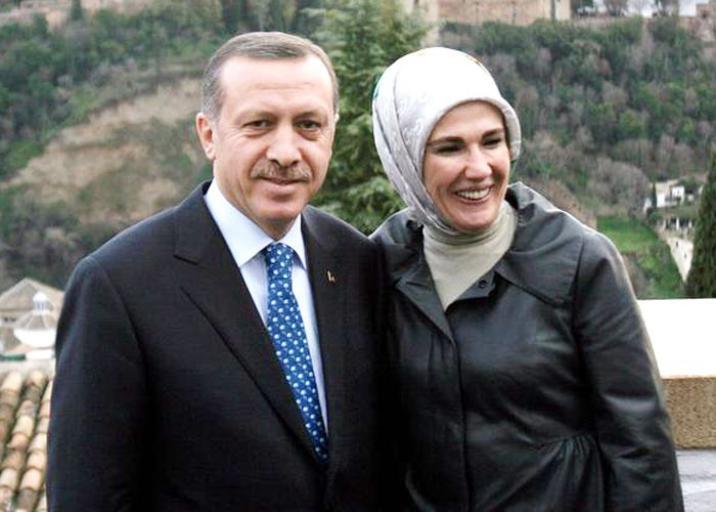 شاهد : أردوغان يحل ضيفا على مائدة إفطار أحد المواطنين