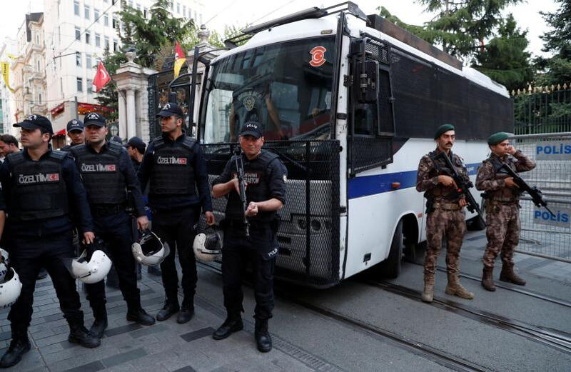 السلطات التركية تعتقل 54 عنصر من الجيش والشرطة