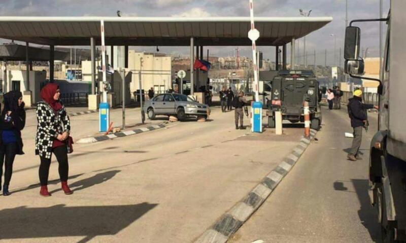 جيش الاحتلال يعتقل فتاة على حاجز قلنديا شمال القدس
