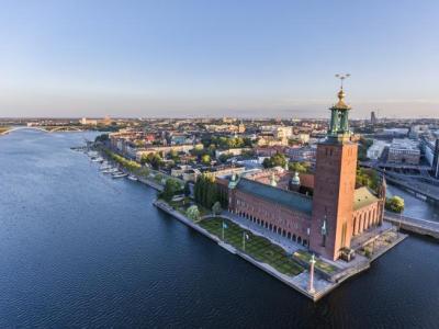 قانون جديد يُنظم الهجرة إلى السويد