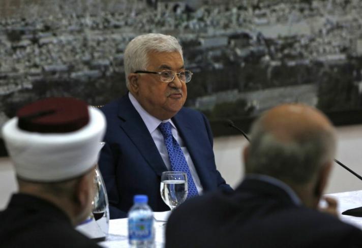 أبو ردينة: أبو مازن يدعو لاجتماع عاجل وهام للجنتين التنفيذية لمنظمة التحرير والمركزية مساء اليوم