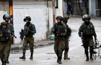 جيش الاحتلال يعتقل 11 مواطنا من نابلس ويشدد من اجراءاته على حاجز زعترة