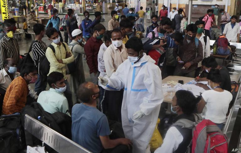 الهند: قفزة قياسية بعدد الوفيات جراء فيروس (كورونا)