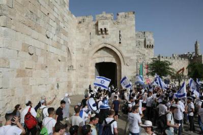 """الخميس القادم.. جمعيات اليمين المتطرف تقرر إعادة """"مسيرة الأعلام"""" في القدس"""