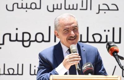 """رئيس الوزراء: سنحيل من تثبت علاقته بوفاة """"نزار بنات"""" إلى القضاء"""