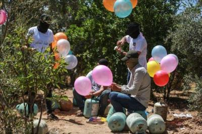 الإعلام العبري: إسرائيل ترسل رسالة تحذير عبر مصر بشأن البالونات الحارقة
